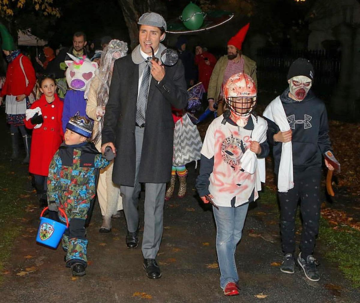 Prime Minister Trudeau dressed as Sherlock Holmes went trick or treating with his family, 2018.