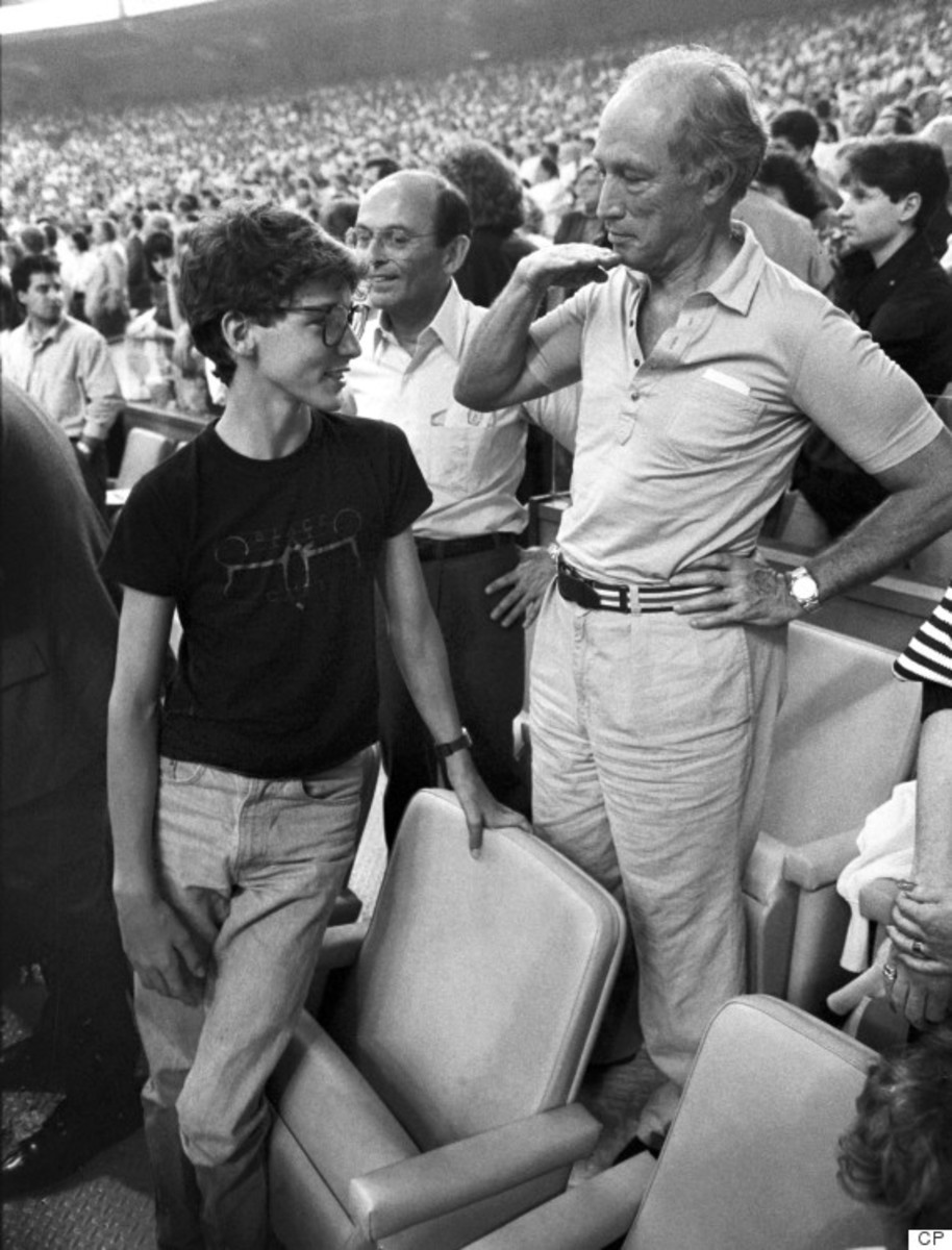 Pierre shows how tall Justin has grown in relation to himself during the seventh inning stretch at the Montreal Expos game in Montreal (Apr 20, 1987).