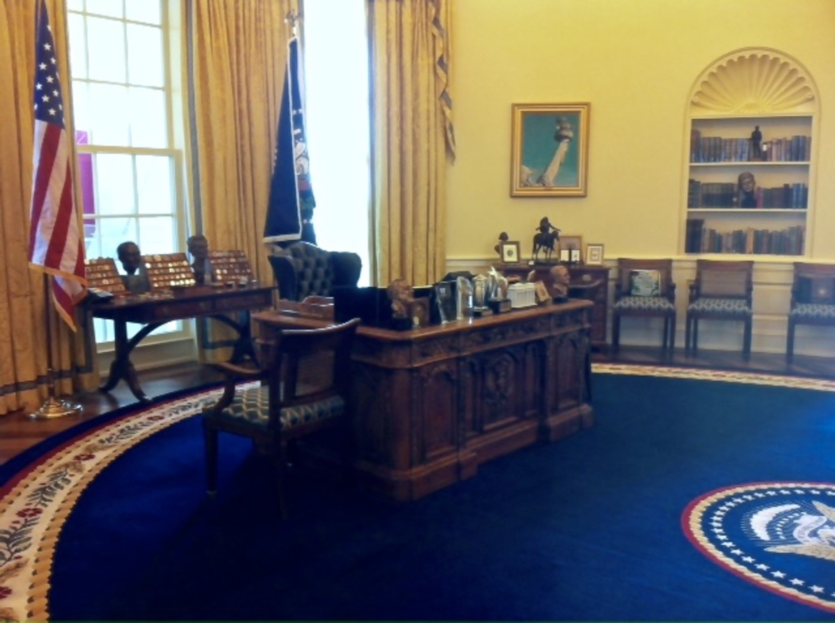 Replica of the Oval Office in the Clinton Presidential Library