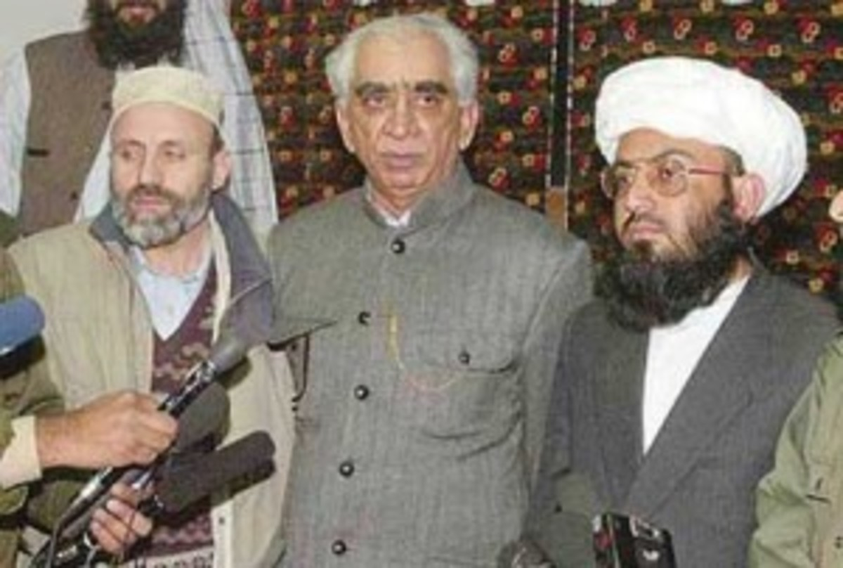 Jaswant Singh(C), Former Indian FM at a press conference in Kabul, Afghanistan