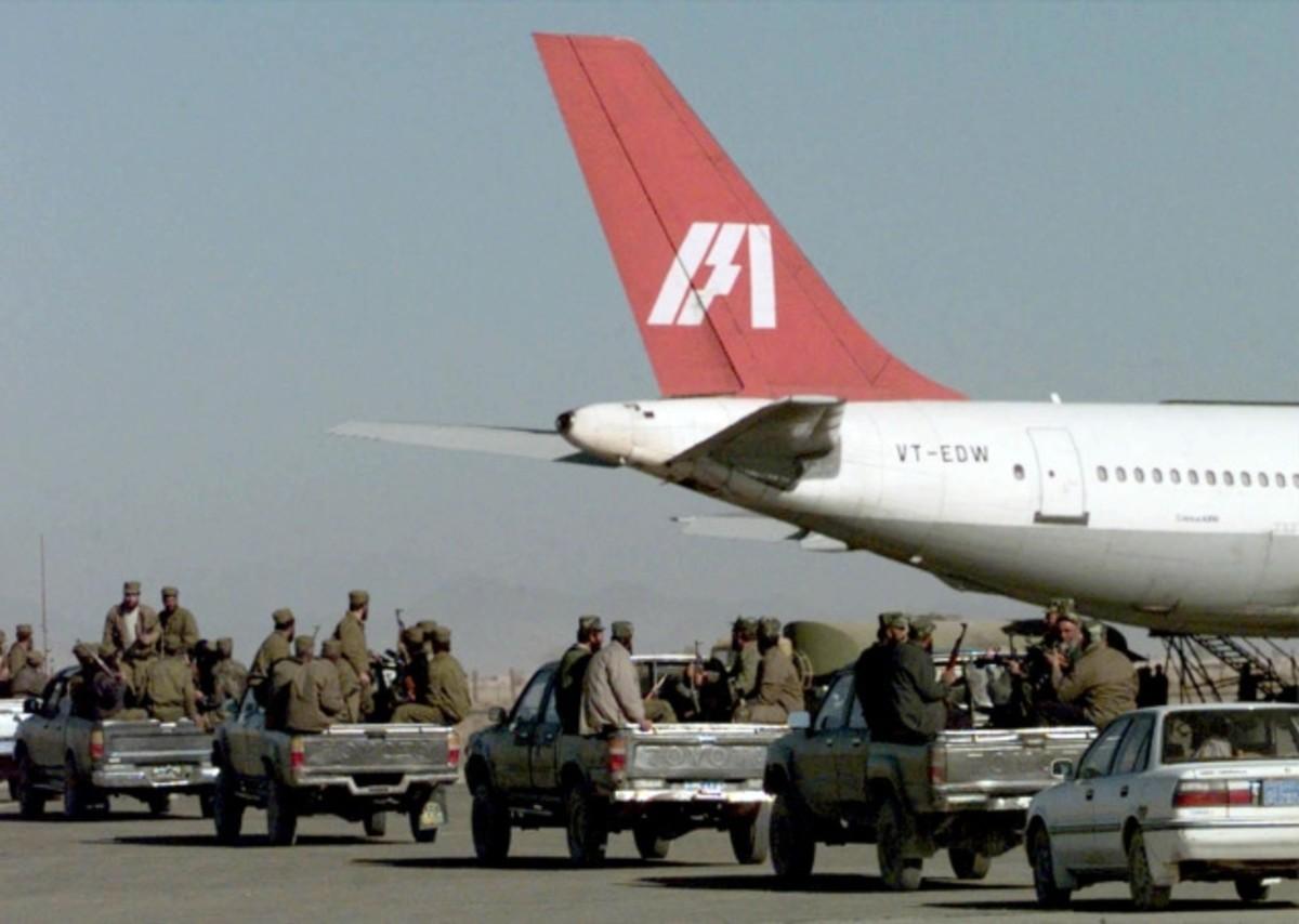 Taliban militia rushing towards the hijacked airliner