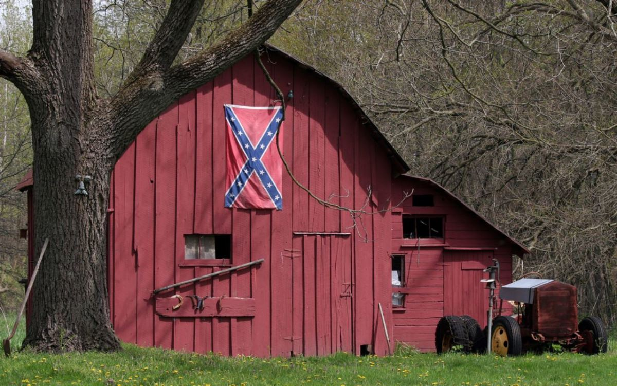 Confederate flag on a barn