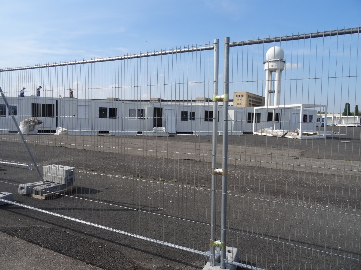 No building is allowed, but no one said the Berlin Senate couldn't build buildings to be used elsewhere. These will house refugees.