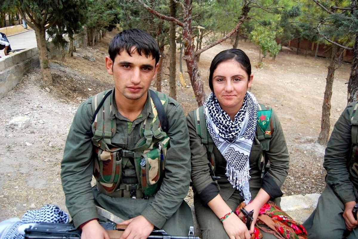 A YPG and YPJ fighter.