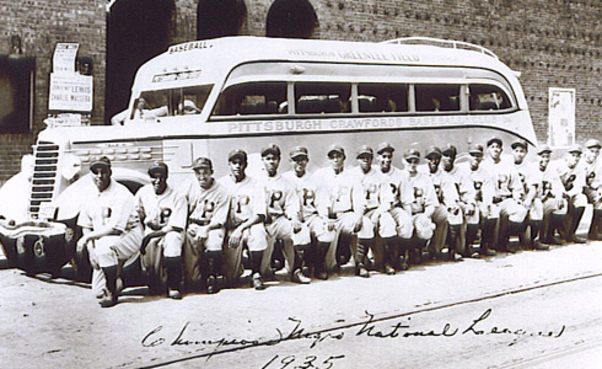 Proud baseball players in the Negro League taking a knee and no one can tell them not to.