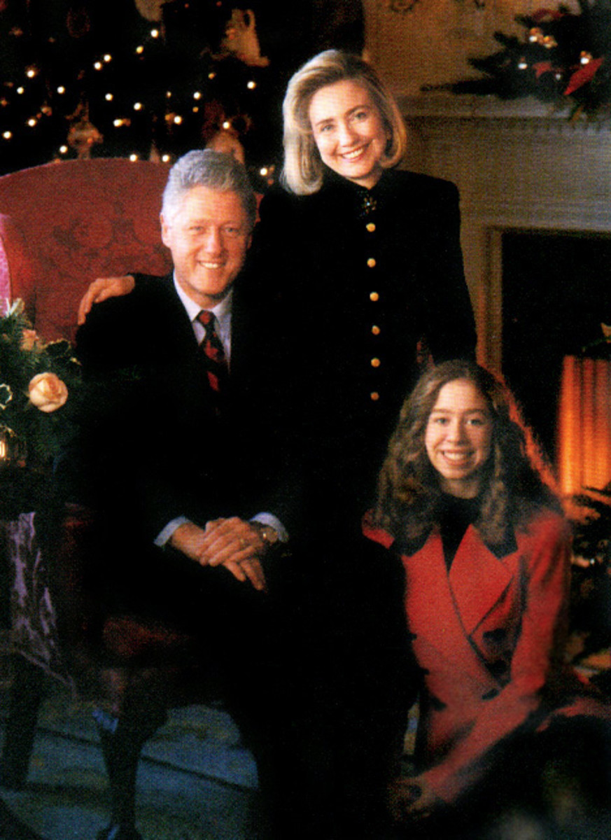 (Left to right) Bill Clinton, Hillary Clinton, Chelsea Clinton.