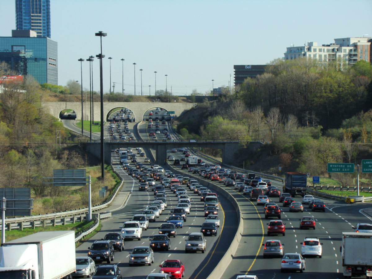 Passenger cars are a significant source of greenhouse gases during peak hours.