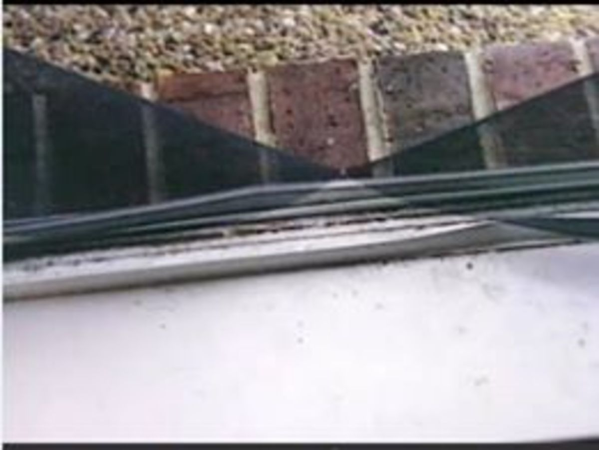 Police opined that Darlie sliced this screen with a bread knife from her kitchen to support her story of an intruder