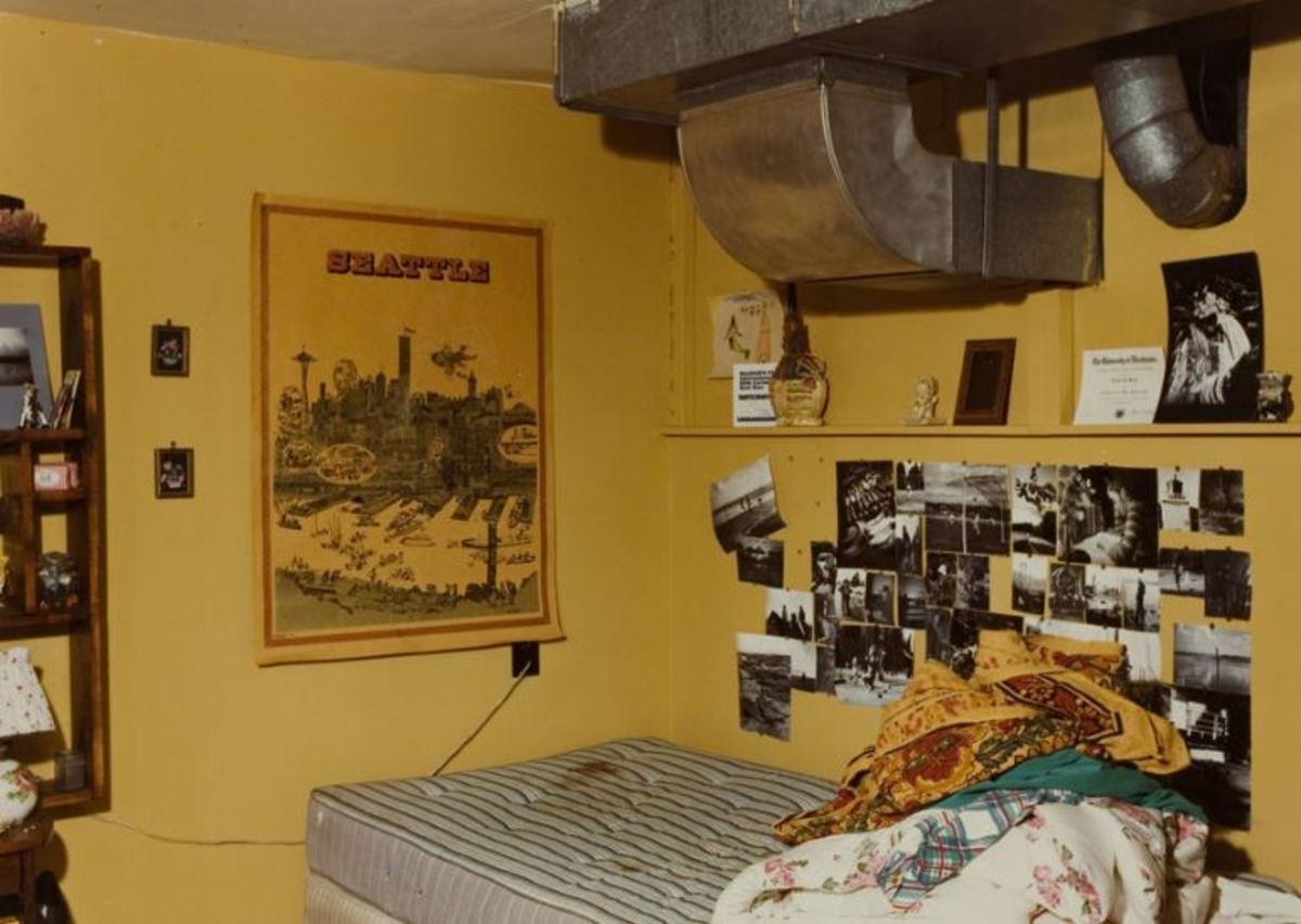 Crime scene photograph of Lynda Healy's bedroom.