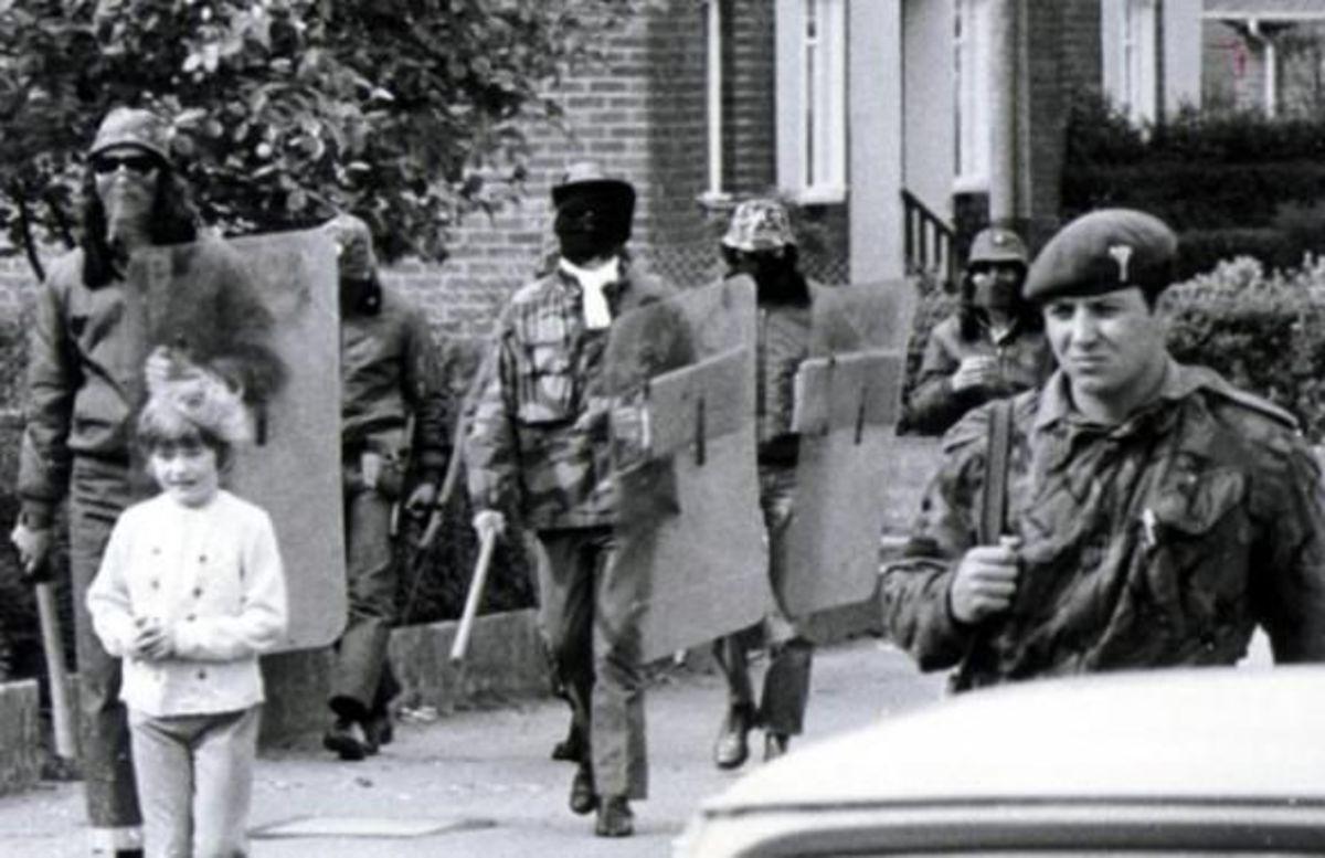 Joint UDA & British Army patrol, Belfast