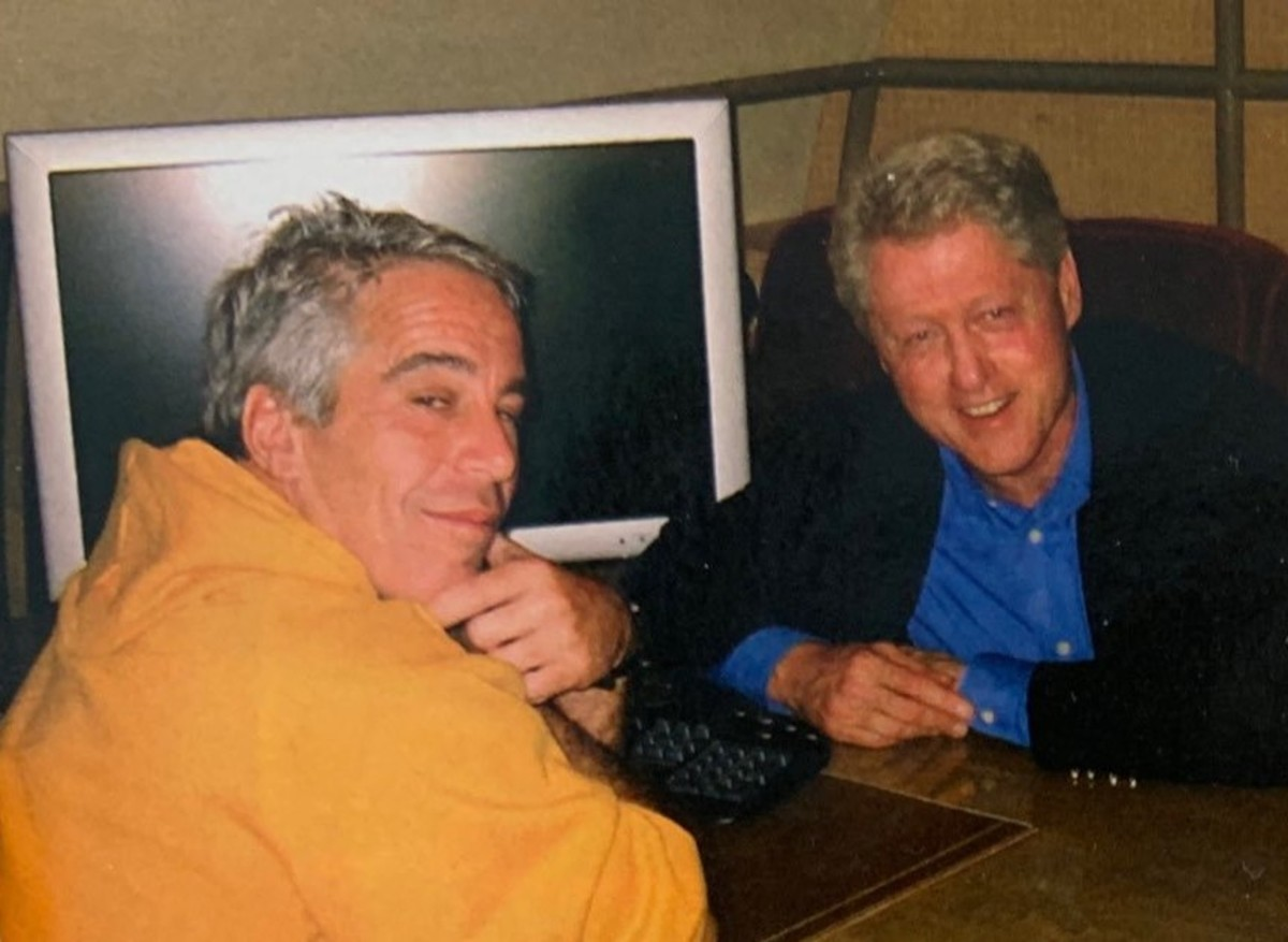 Epstein and Clinton in Brunei, 2002