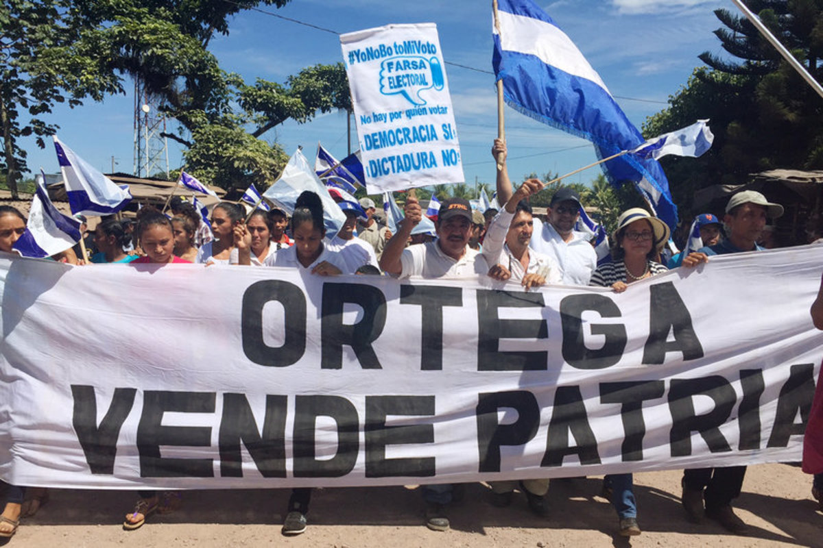 "Thousands protesting Ortega during 2016 election..  Banner reads ""Ortega Sells the Country"""