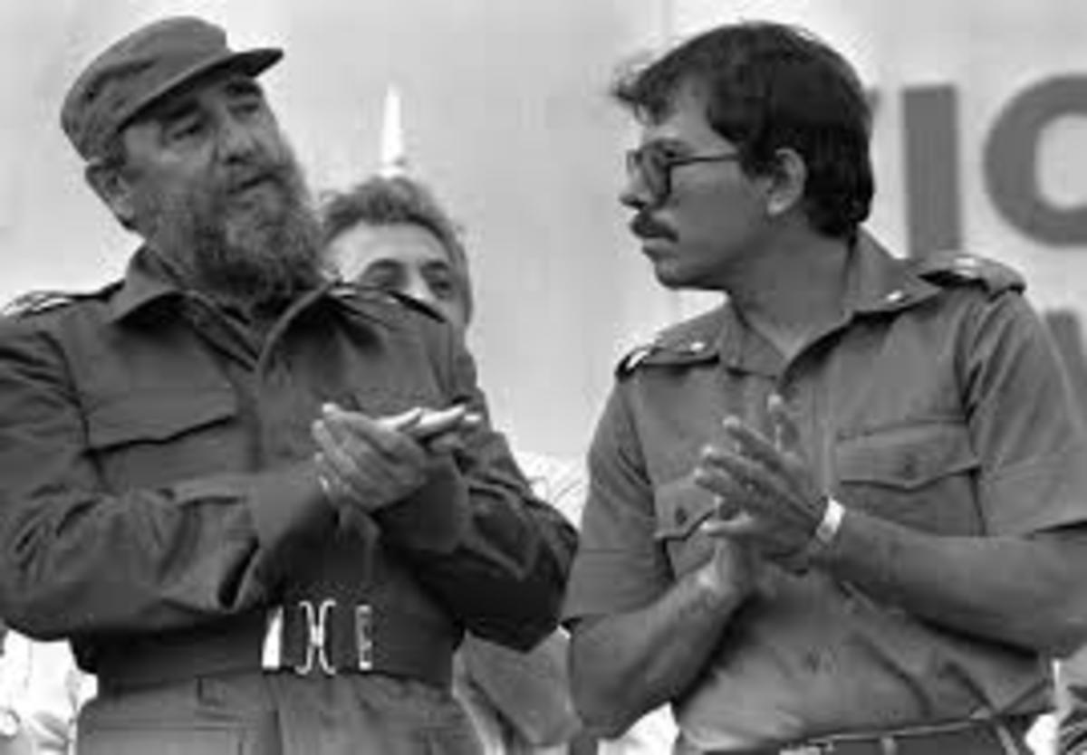 11 January 1985: Cuban leader Fidel Castro talks with Nicaraguan President Daniel Ortega in Timal, Nicaragua. Discussing joint cooperation in sugar production.