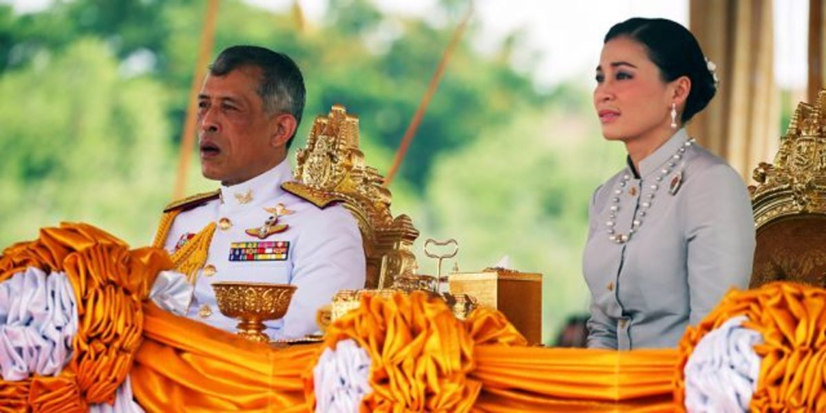 king-of-thailand-takes-a-royal-consort-after-100-years