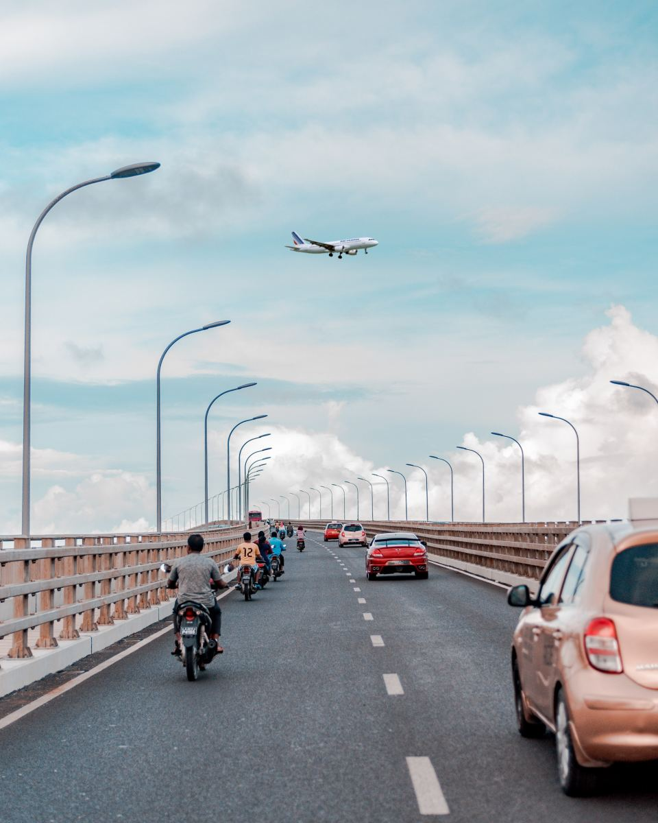 Sinamalé bridge connects Malé with the planned city of Hulhumalé, which alleviates some of the high traffic during weekends