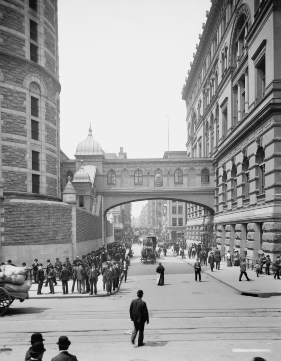 The so-called Bridge of Sighs connected the Tombs on the left with the criminal courts.