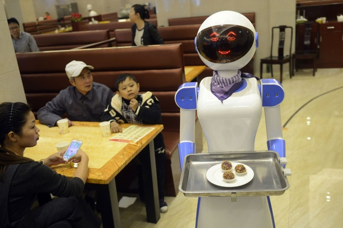 A robot delivers food in China