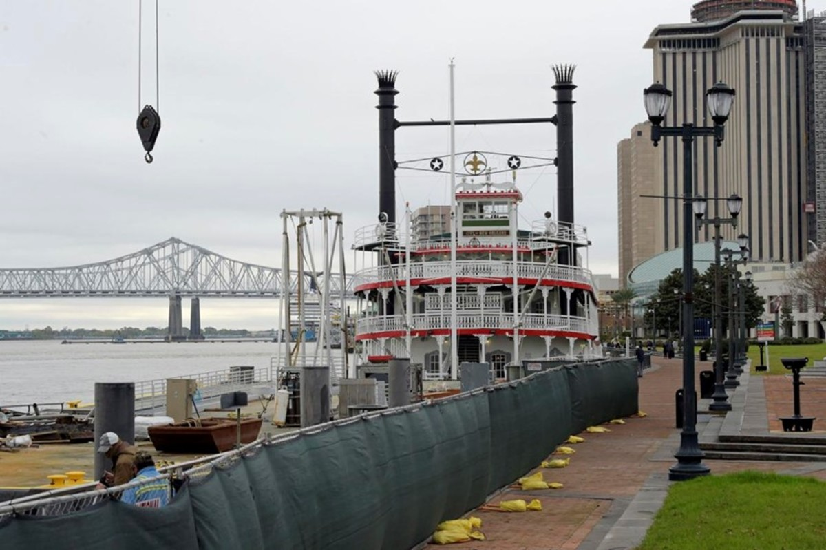 Wharf along the Mississippi River at Woldenberg Park in New Orleans, Louisiana.
