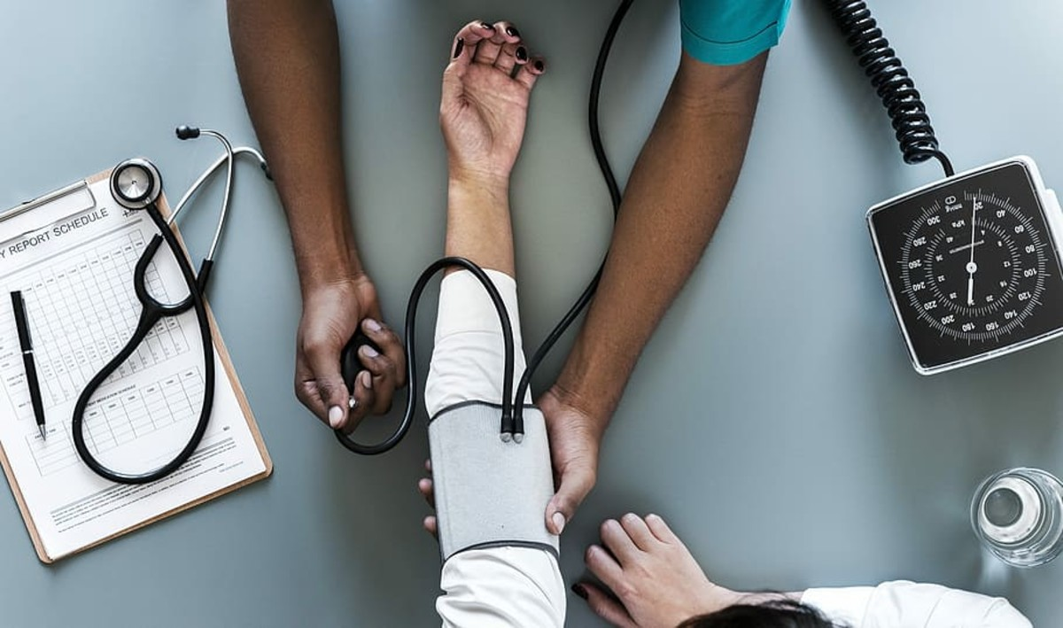 universal-healthcare-and-life-expectancy-a-global-perspective