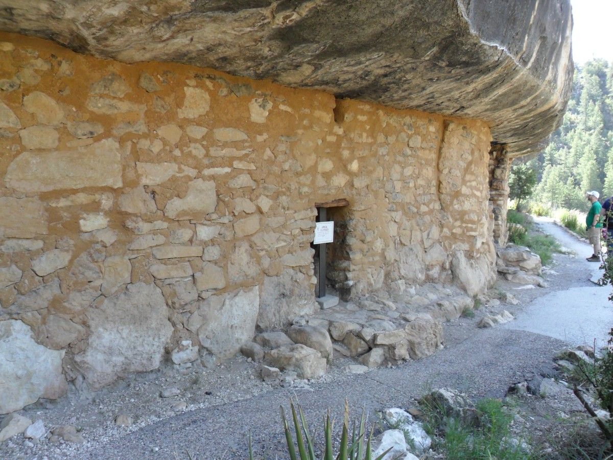 Cliff Dwelling with intact front wall on the Island Trail.