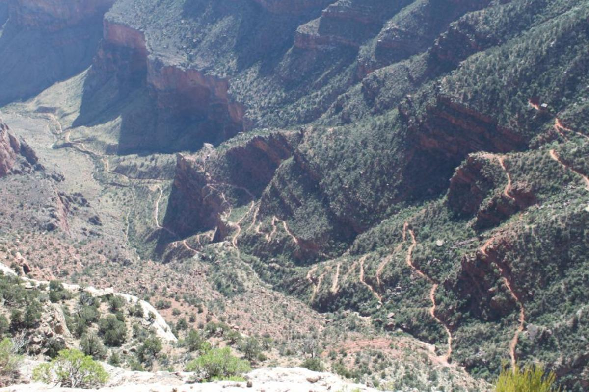 Bright Angel Trail, 1.5 Mile Rest House (upper right boarder) to 3 Mile Rest House (point, left center) (View from Trail Overlook)