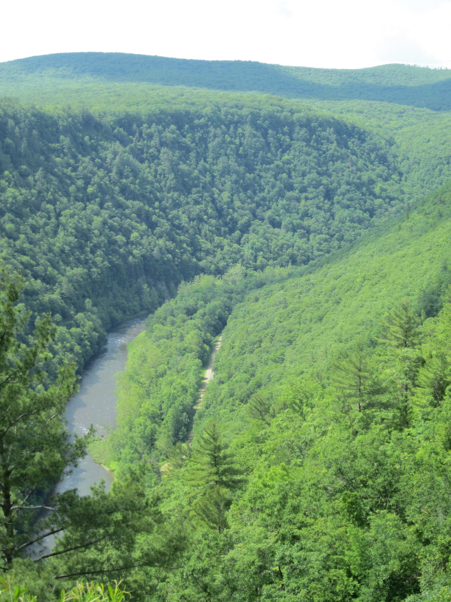 Pine Creek with Pine Creek Rail Trail to the right in the bottom of the Grand Canyon of Pennsylvania.