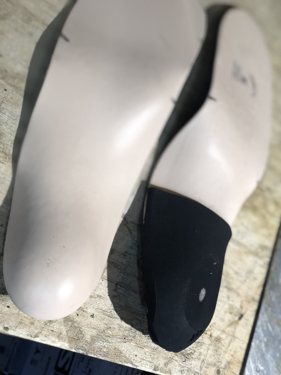 Heel piece attached to the footbed