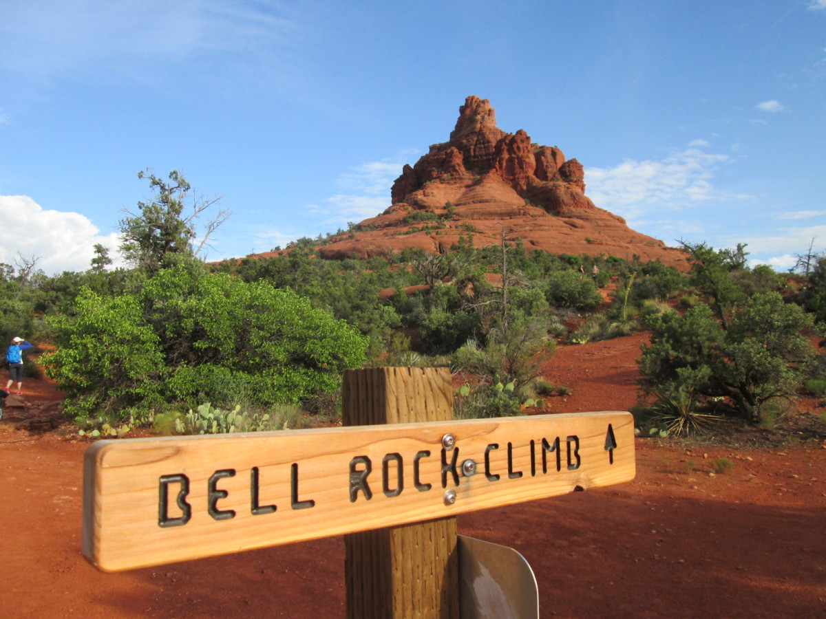 The well-signed trail leading to Bell Rock.