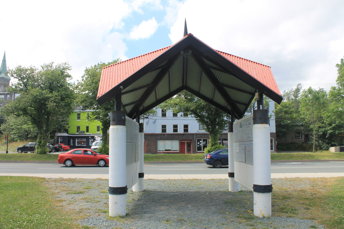 Pavilion at the Water Street entrance, beginning of Trans Canada Trail.