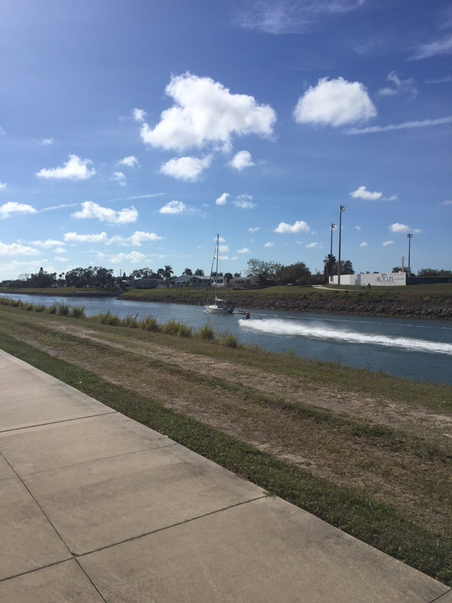 A typical day along this path, alongside both boats and jet skis.
