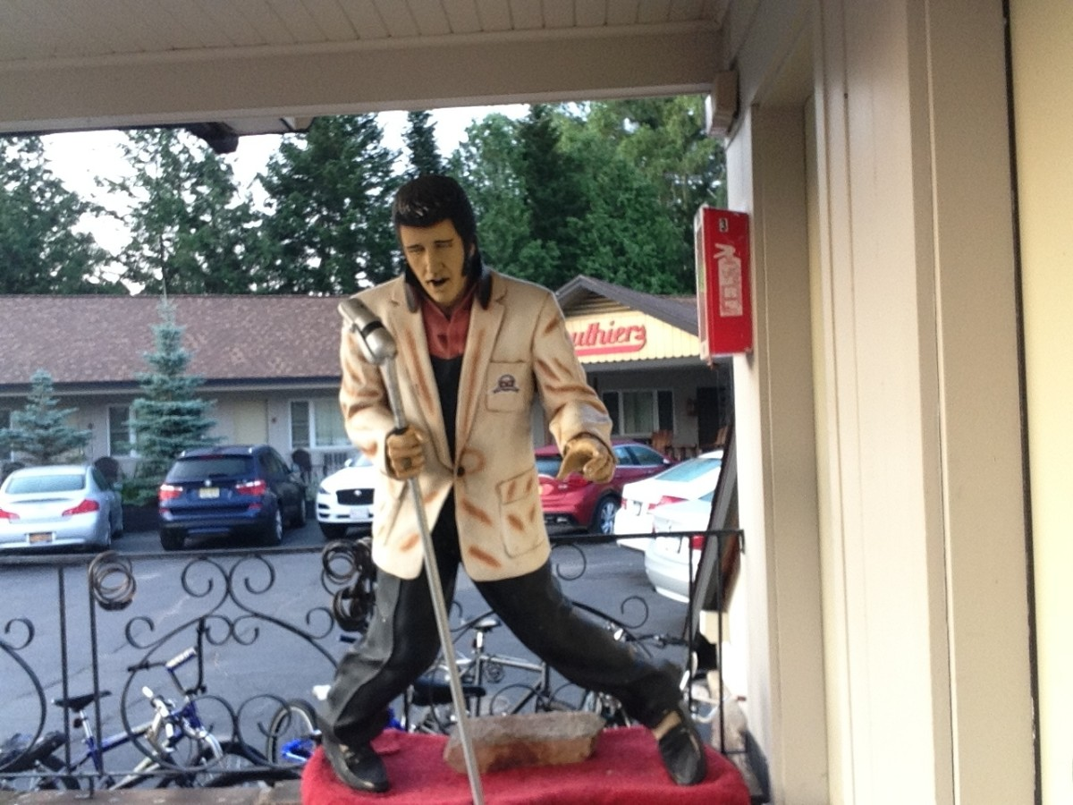 The Elvis statue at Gauthier's