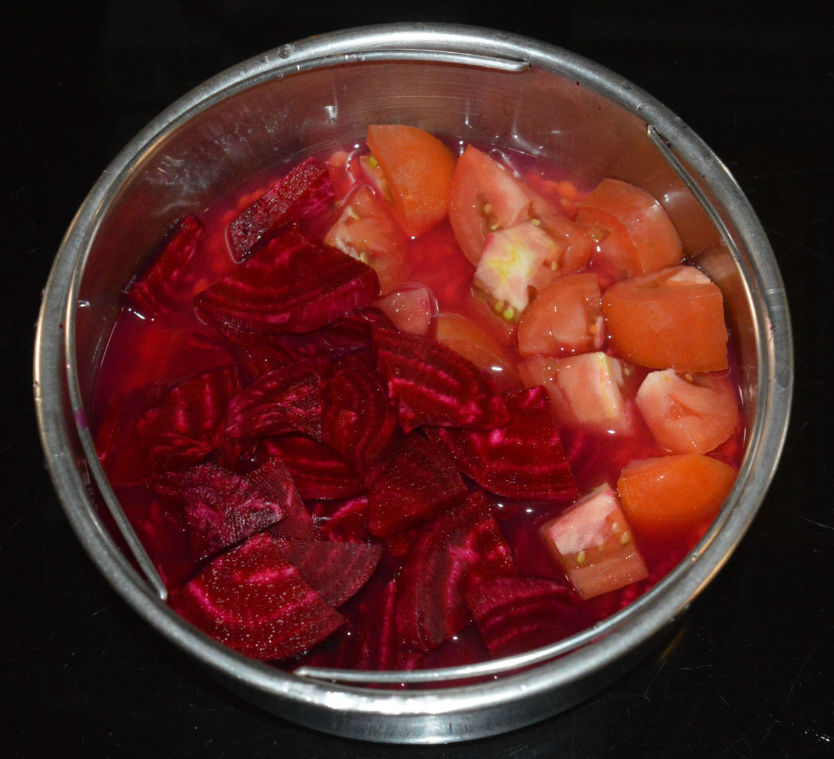 Step one: Add thinly chopped beetroot, chopped tomatoes, and washed split pigeon peas to a container. Add 1/2 cup of water. Place it in the pressure cooker. Cook it up to 4 whistles and simmer for 5 minutes. Turn off the heat.