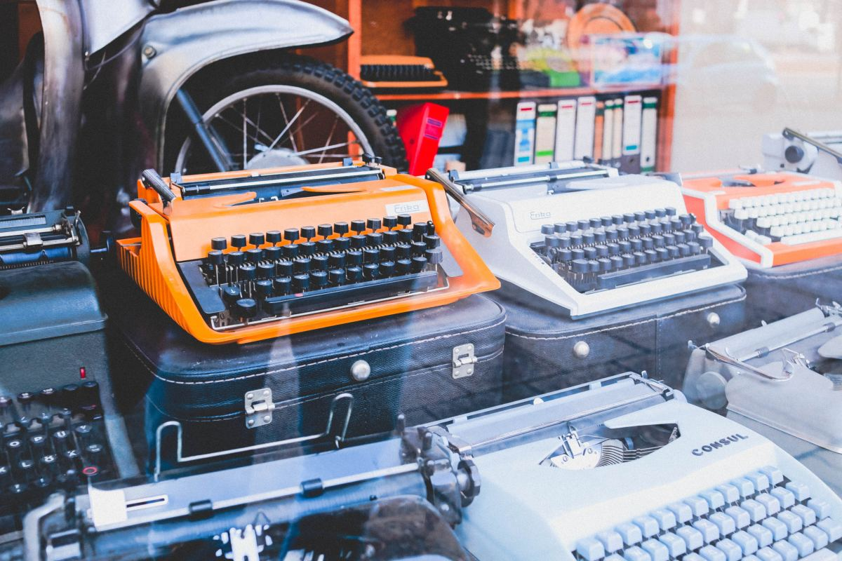 A writer should equate himself with mere writing equipment. A good writer acts as only a transferor of universal ideas. Photo by Anastasia Dulgier on Unsplash.