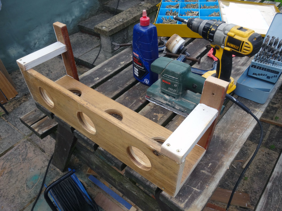 Gluing and screwing the two wooden brackets and two cross braces to the trough.
