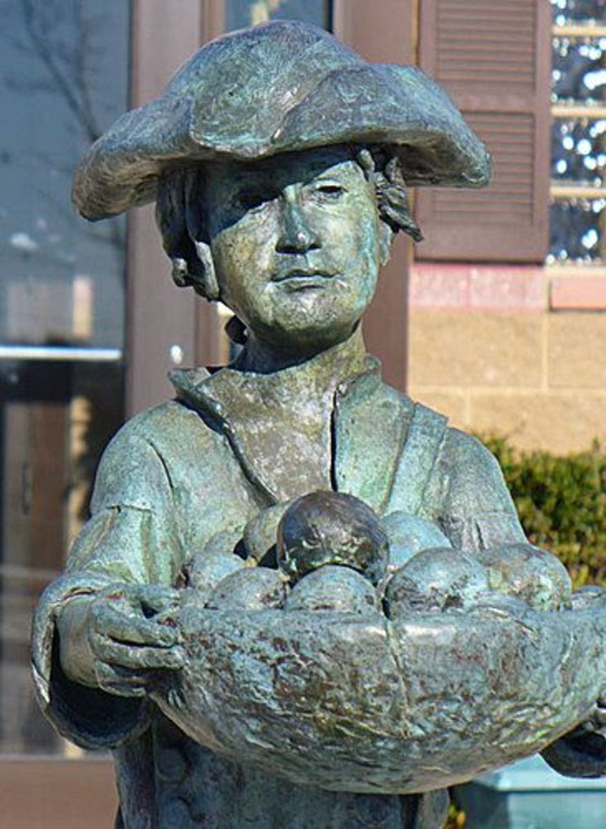 Statue depicting Johnny Appleseed
