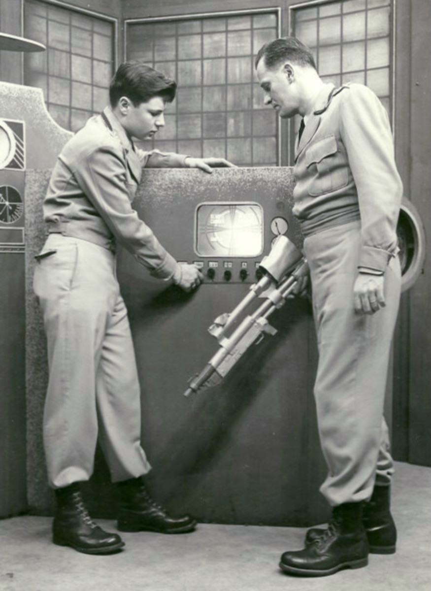 Don Hastings (left) as a Video Ranger and Al Hodge as Captain Video