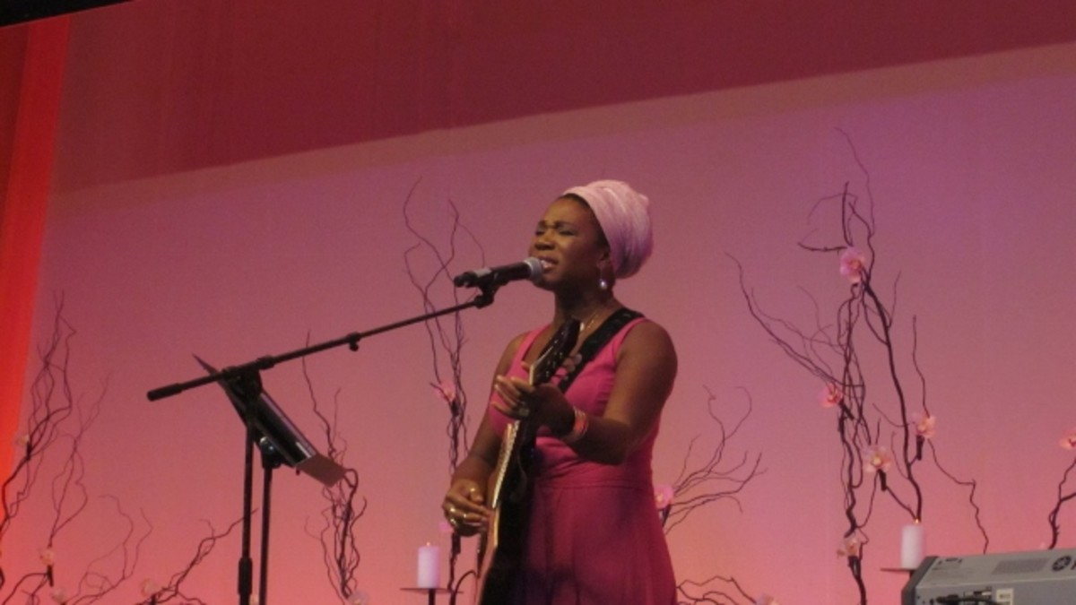 "India Arie performs at the ""Women Who Dared to Dream"" luncheon, Washington, DC."