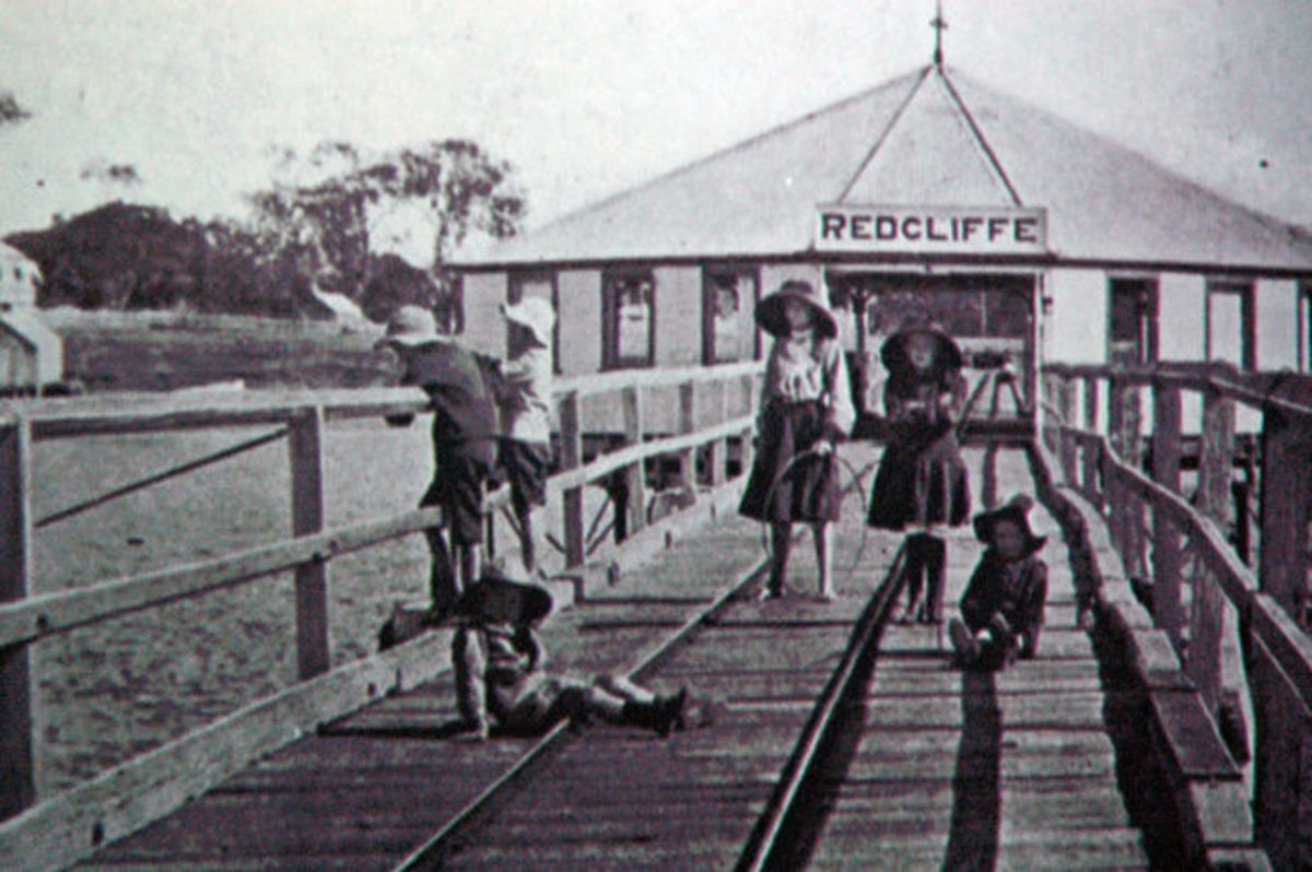 Children playing on Redcliffe Jetty (early 1900s)