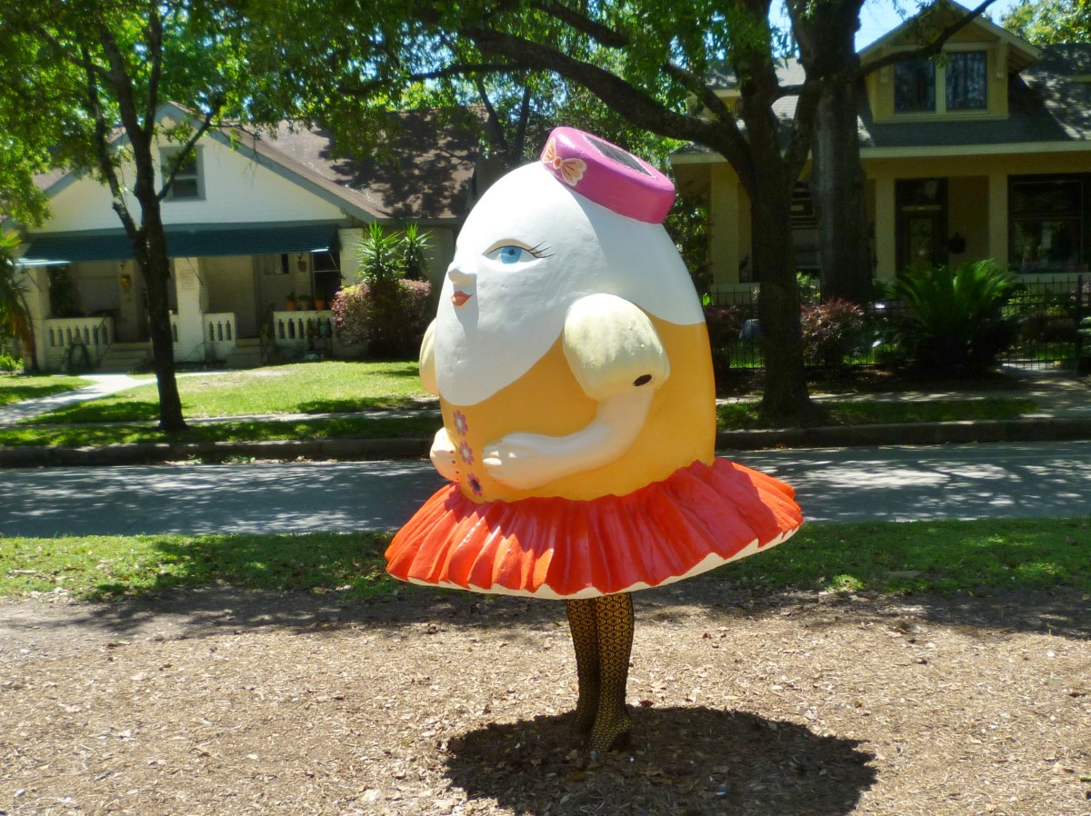 Side view of Humpty Dumpty 2016 by Yuliya Lanina at Art Trek