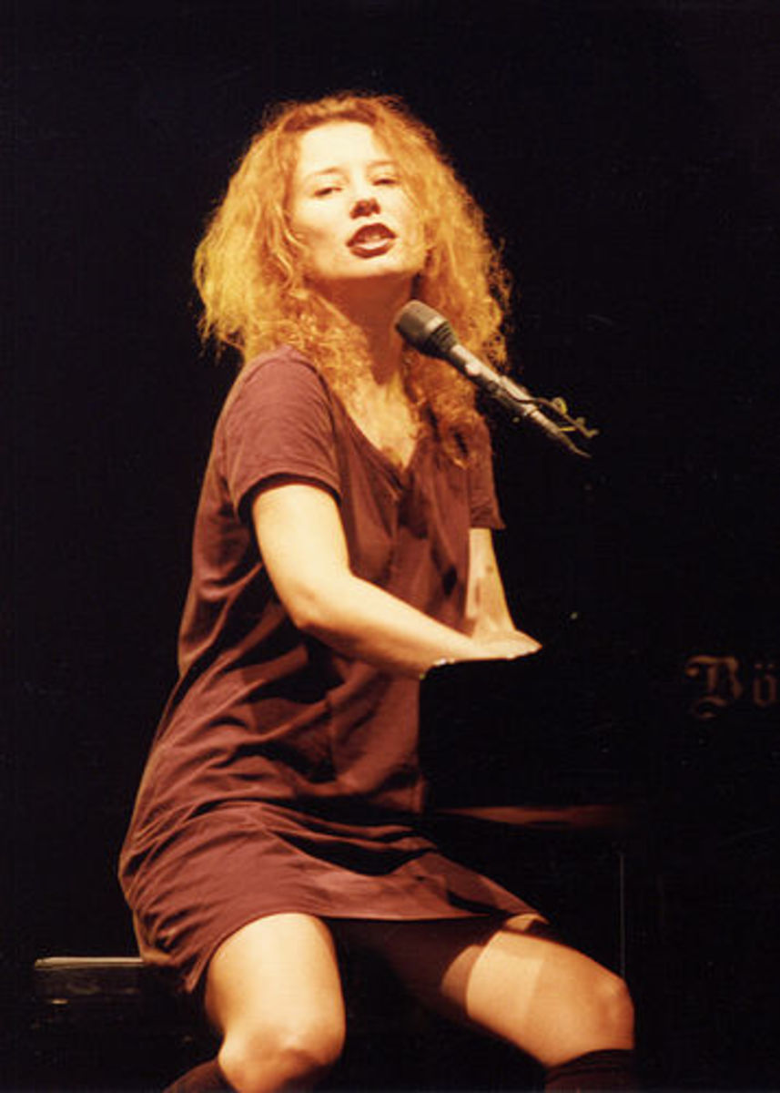 My favorite redhead Tori Amos playing piano and singing