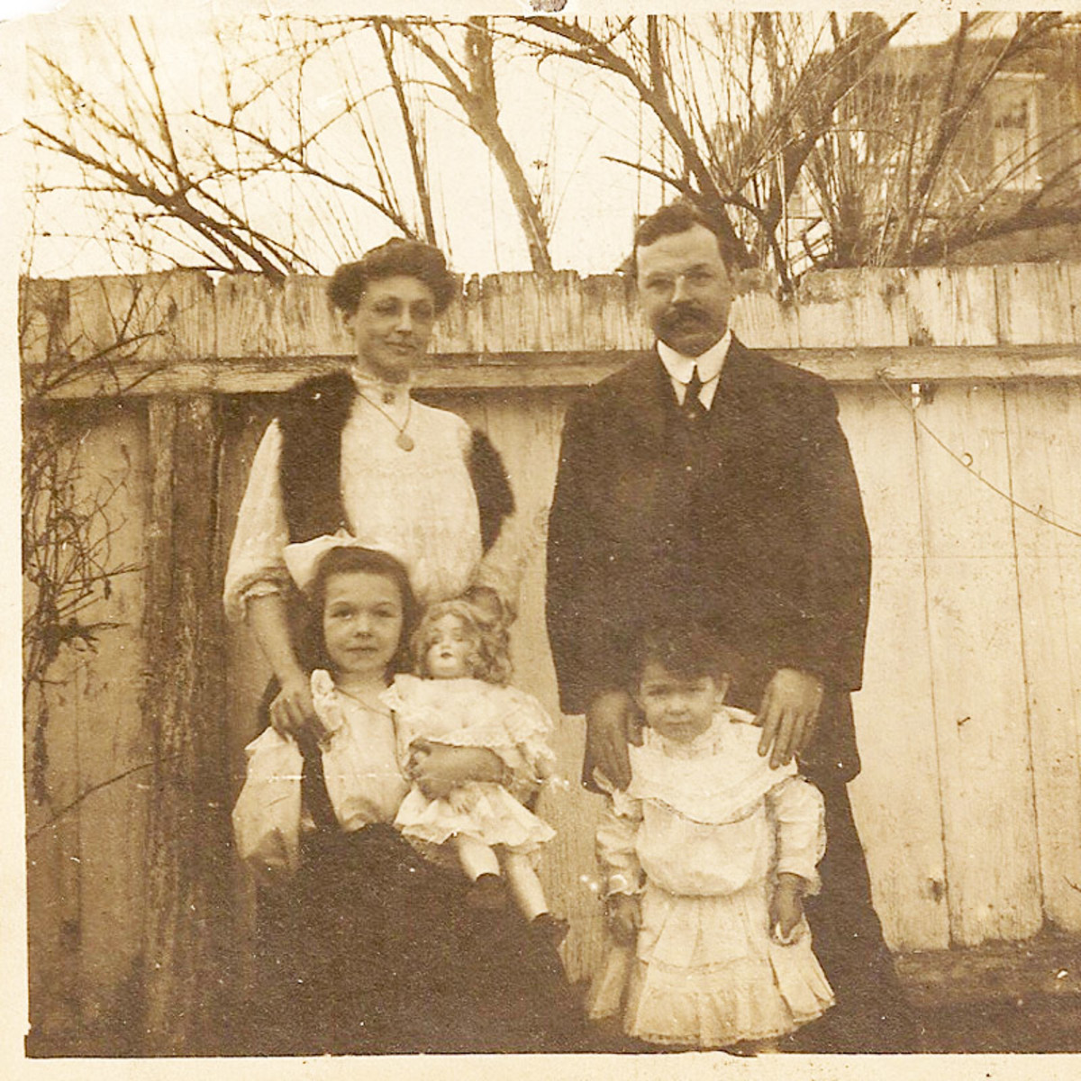 Alfred Cookman Leach and family. The little one is Katherine.