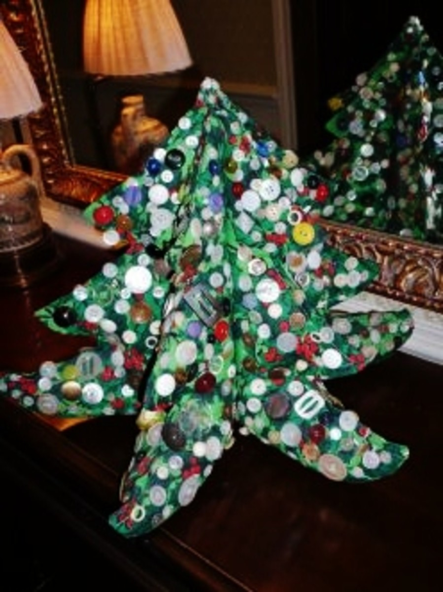 Vintage buttons adorn this fabric Christmas tree.
