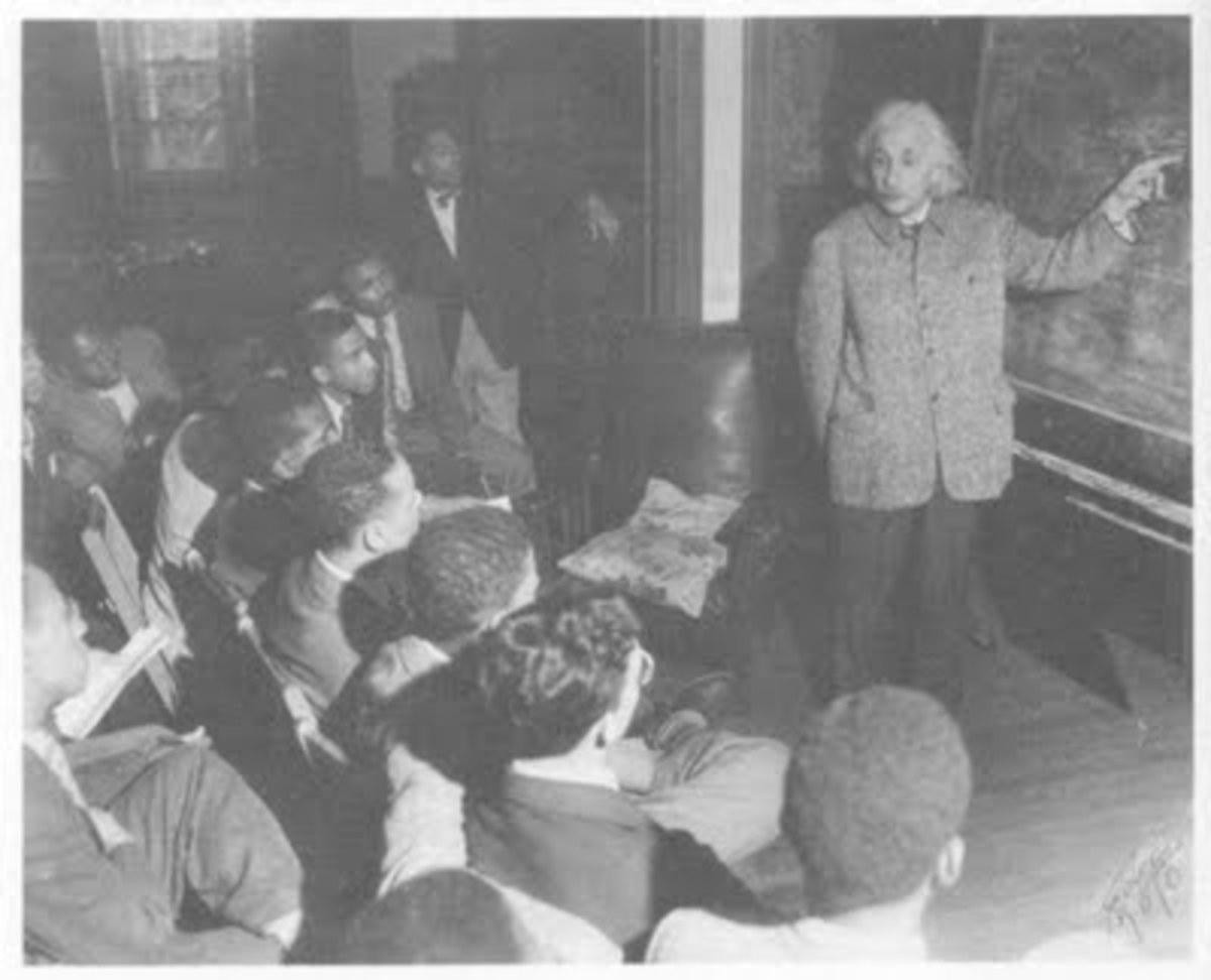 Einstein addressing black students at Lincoln University, May 1946