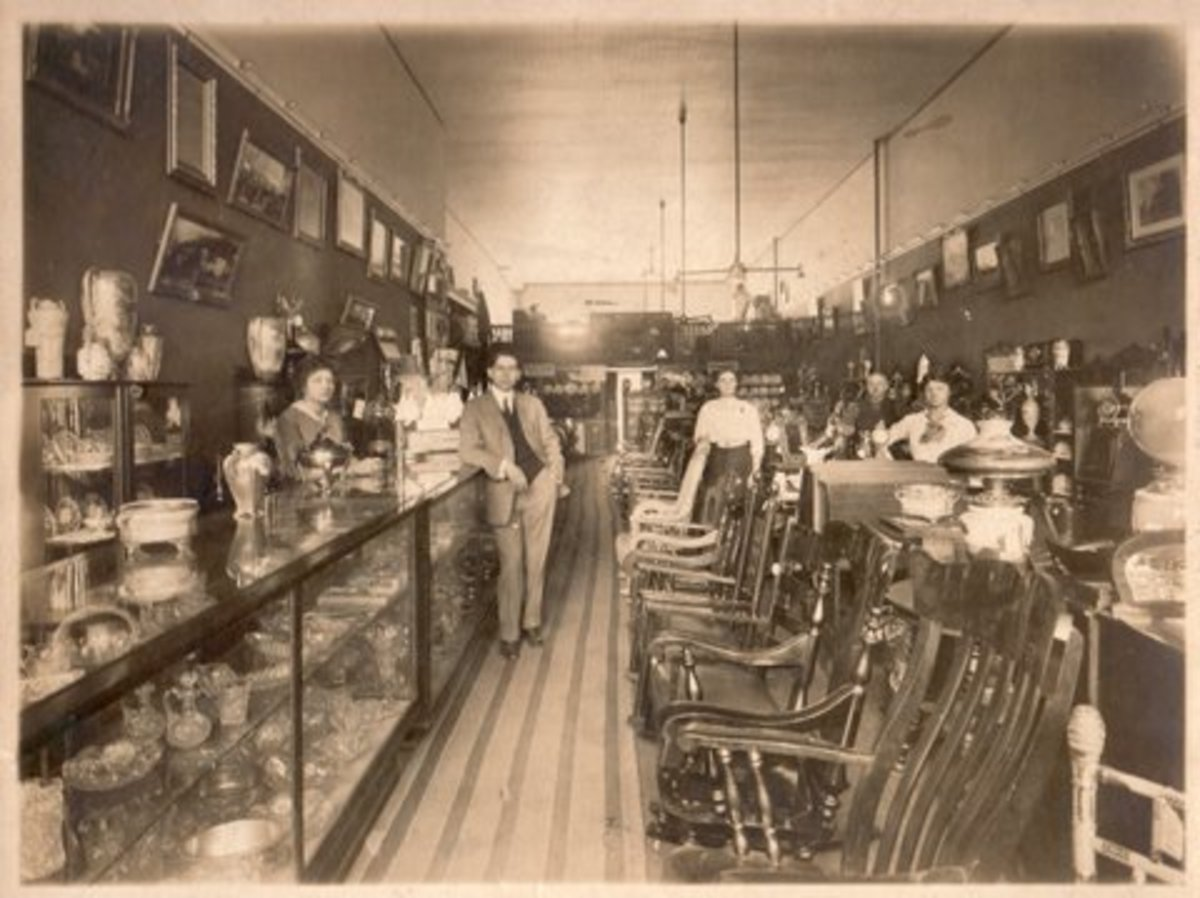 Interior of the Trenton Redemption Store in 1913. The gentleman in the center is Peter H. Spectre's grandfather, Myer Brooks, who set up redemption stores for S&H.