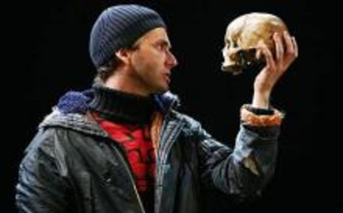 Tchakowsky's actual skull playing his part in Hamlet. Looks like he's doing a good job for a dead man!