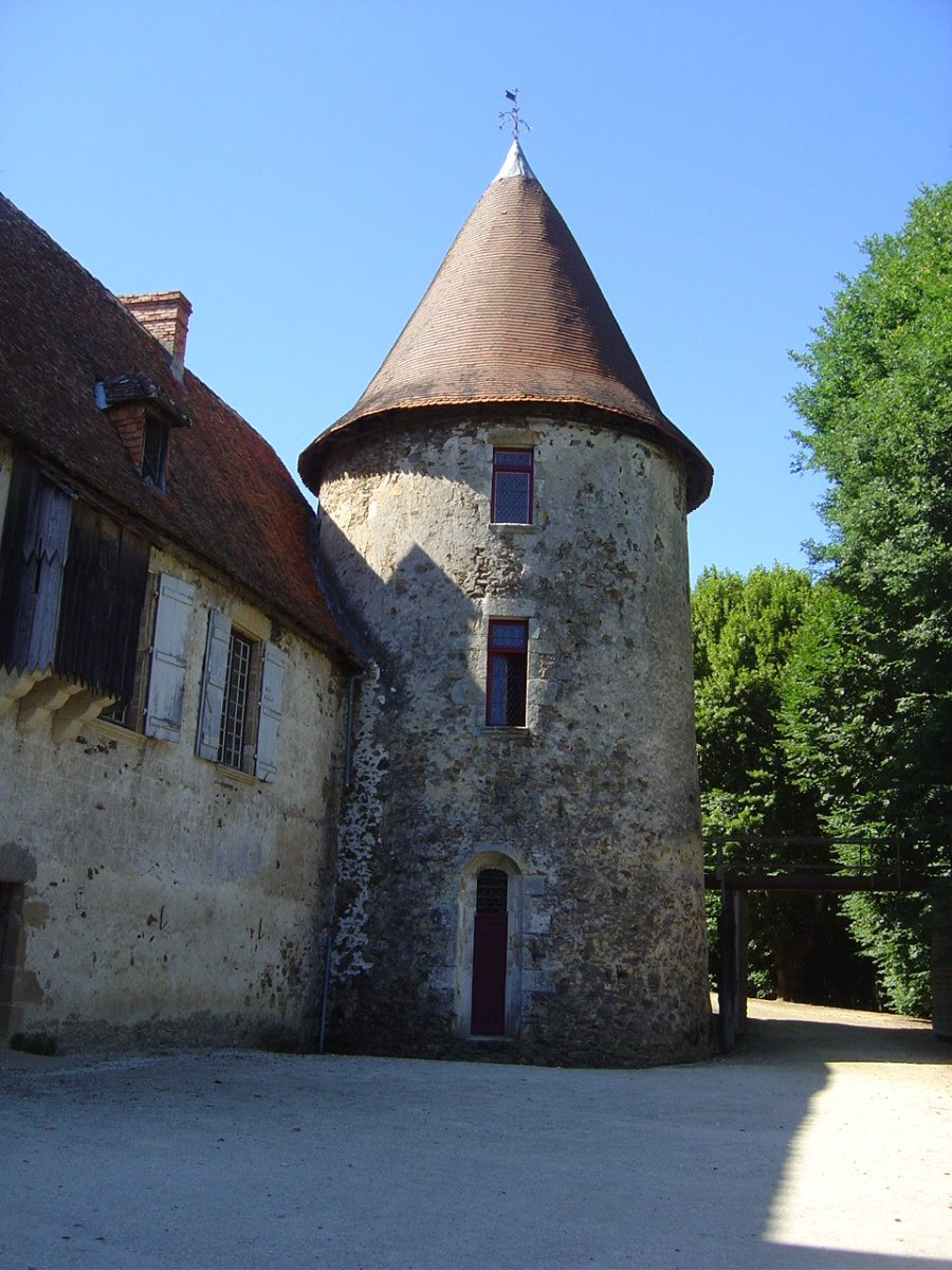 Chateau de Peyras. Well worth a visit and not far from Les Trois Chenes. Click on the link below to read more