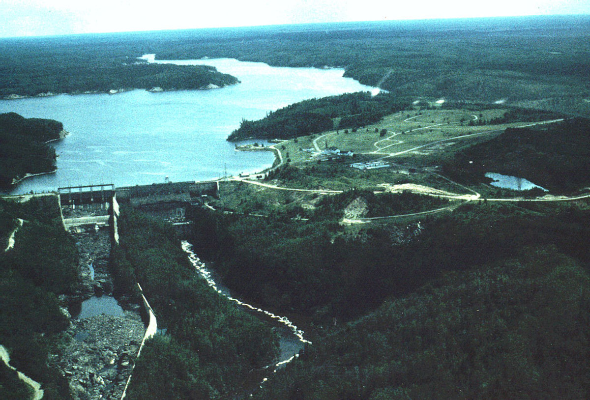 Abitibi Canyon power plant and community