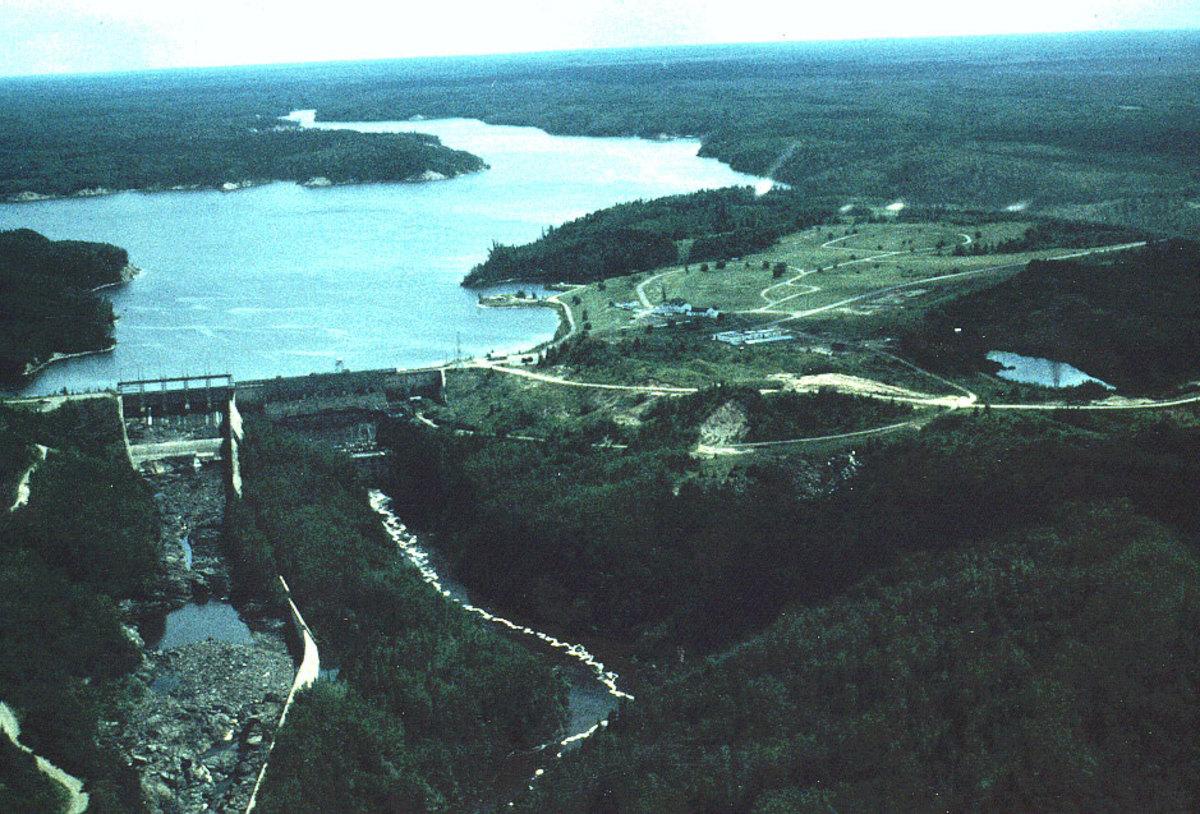 Abitibi Canyon power plant and community