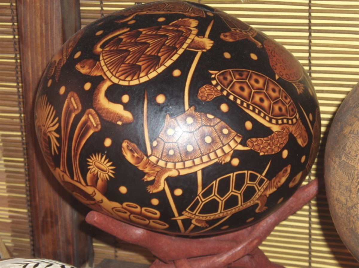 Peruvian artisans from a village high in the Andes offered demonstrations on how to burn this beautiful gourd art (see below). The gourds are grown on the coast. This ocean turtle scene comes complete with sand and bubbles.