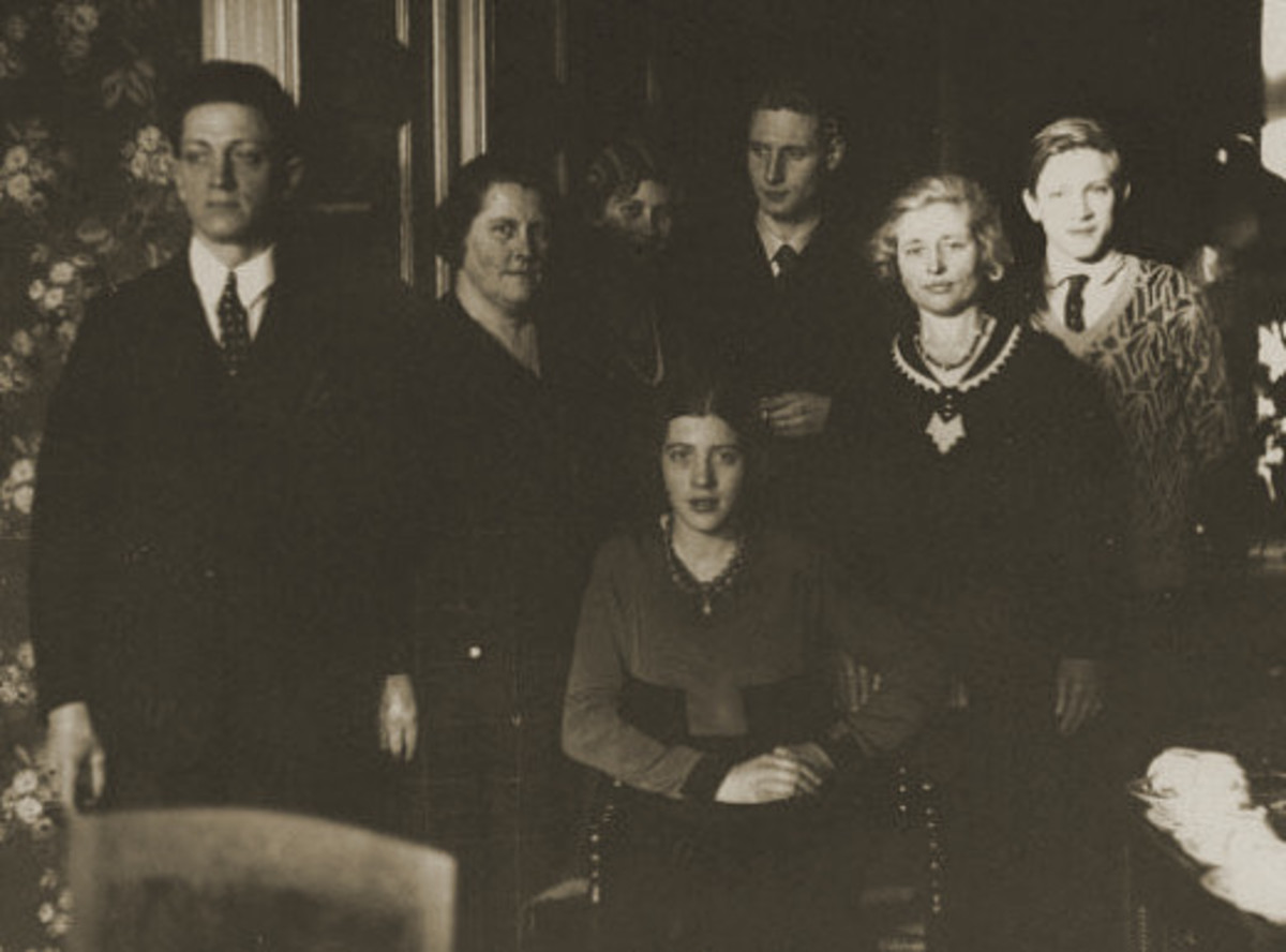 From left to right: Grandpa Meijst, Grandma Meijst, sister Lenie with her husband Leo, grandma's sister Aunt Nettie, brother Gerard, sitting: my mom